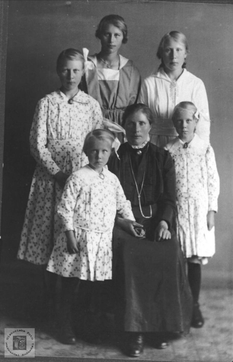 Familiegruppe, Øyslebø.