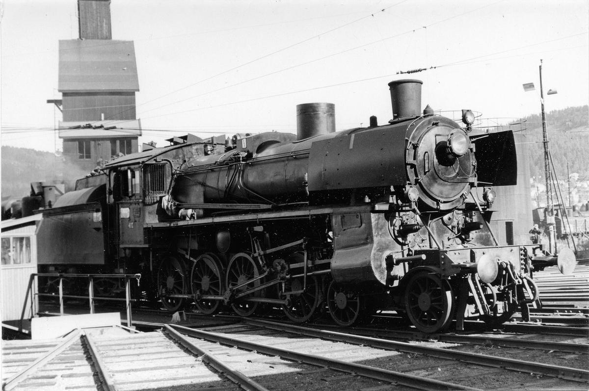 Damplok type 26c nr. 411 på svingskiven på Sundland, Drammen.