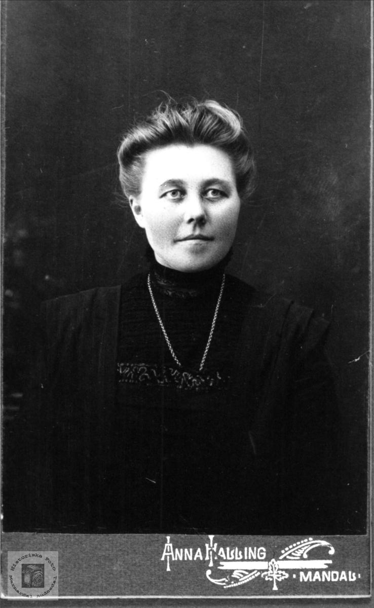 Portrett av Kristine Kvasshammer, Øyslebø.