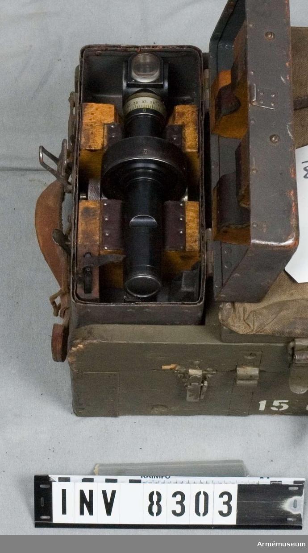 Tillbehörslåda till postionshaubits m/1906 kal 15 cm (150 mm). Märkt Tbhlåda 15 cm poshaub m/06. Bestående av 42 delar. Vissa mindre delar saknas se tillbehörskortet.
