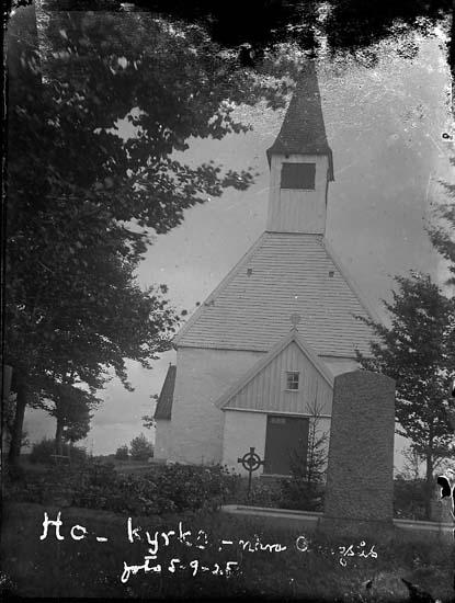 """Enligt text på fotot: """"Hol kyrka nära Alingsås, foto 5-9-25""""."""