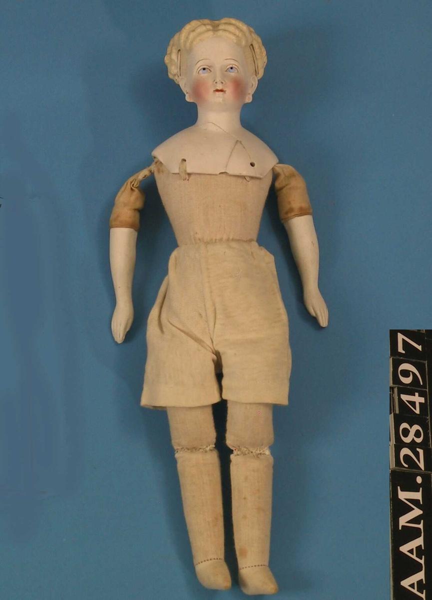 Modellert hode og hender, kropp og ben sydd sammen. tekstil, fyllmateriale