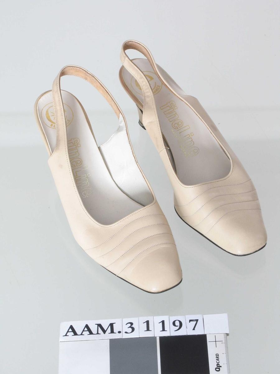 Slingback-sko, rett avkuttet tå.