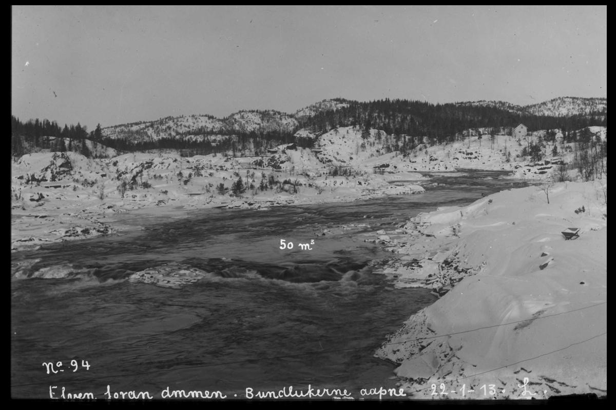 Arendal Fossekompani i begynnelsen av 1900-tallet CD merket 0468, Bilde: 15 Sted: Flaten Beskrivelse: Ovenfor dam. Bunnlukene åpne