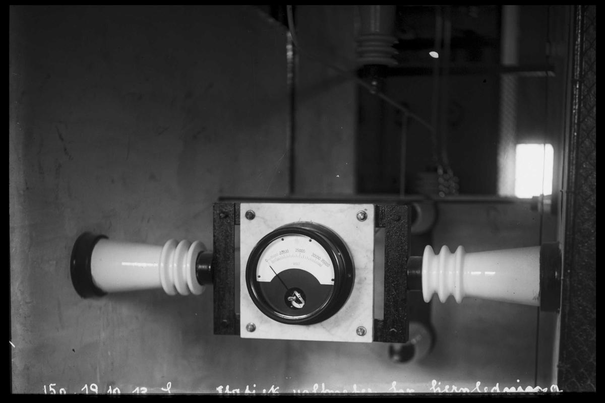 Arendal Fossekompani i begynnelsen av 1900-tallet CD merket 0469, Bilde: 38 Sted: Bøylefoss Beskrivelse: Måleinstrument
