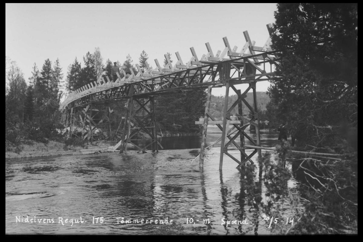 Arendal Fossekompani i begynnelsen av 1900-tallet CD merket 0474, Bilde: 25 Sted: Flaten Beskrivelse: Tømmerrenne, bro