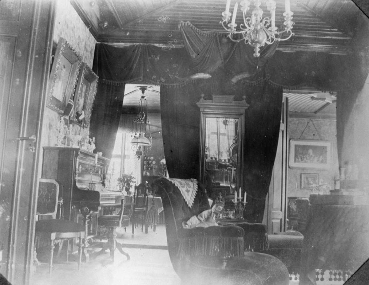 Interiør fra den midterste stuen (senere blå).