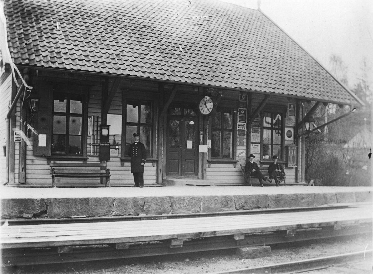 Stasjonbygning, stasjonsmester