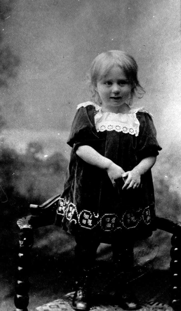 Portrett av Ingeborg Marie Ramstad som barn.