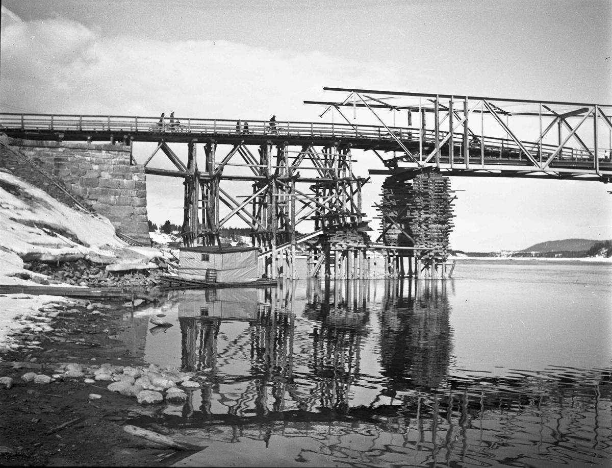 Provisorisk reparasjon av Sundbrua mai - juni 1940.
