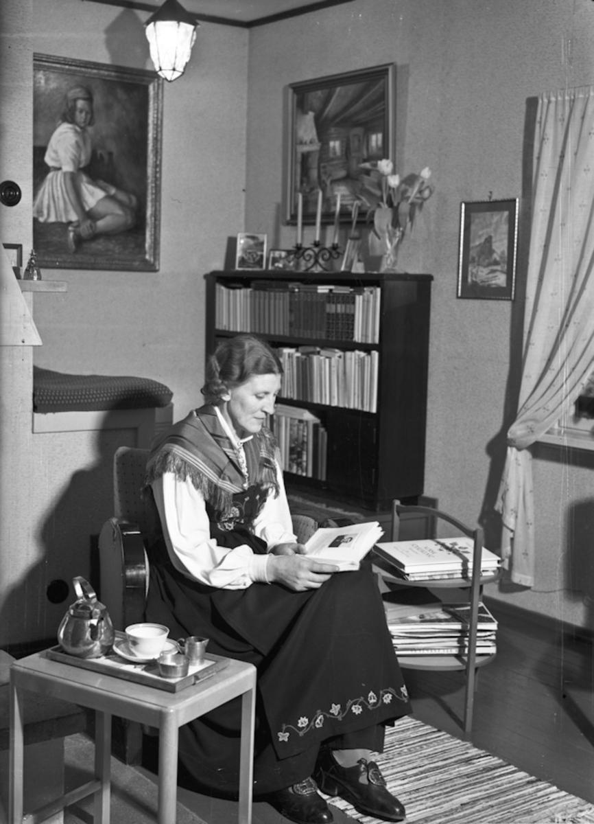 Kvinne i stue