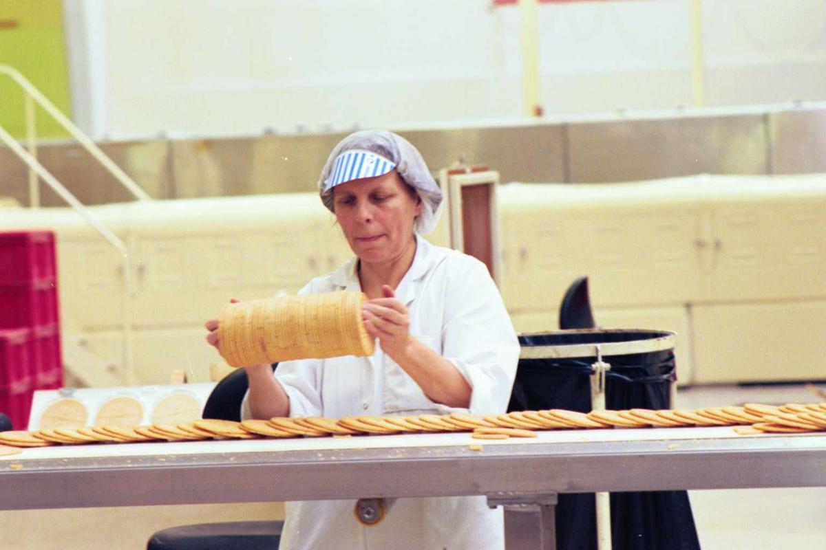 Startkjeks, arbeider, kvinne, arbeidstøy, fabrikkmiljø