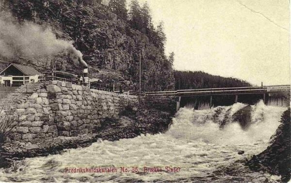 D/S Turisten i Brekke sluser i Fredrikshaldskanalen. Postkort nr. 36 utgitt av M. Olsens papirhandel i Fredrikshald (Halden).