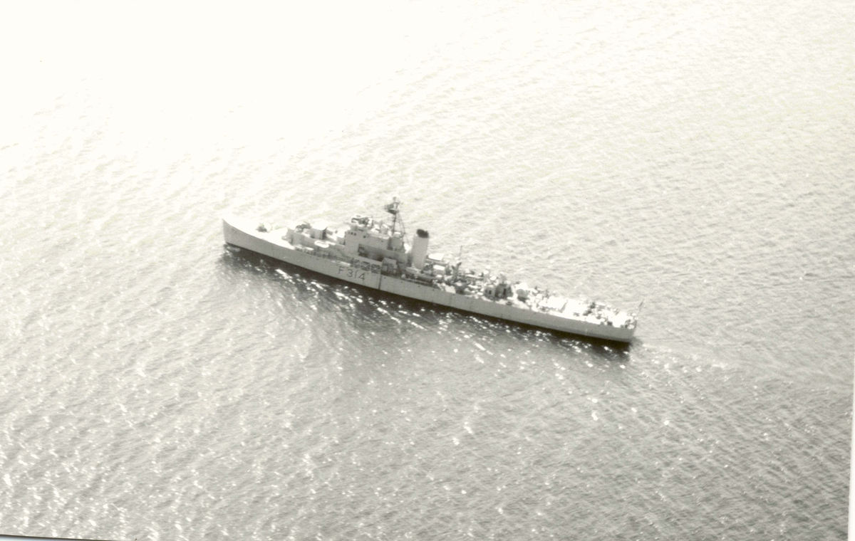 "Motiv: River klasse fregatt ""Troll""(F314) Babord bredside"