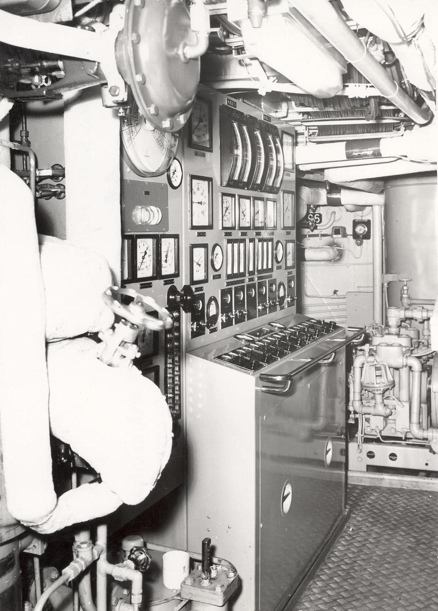 Enkeltbilde. Fregatten KNM narvik kontrollrom med kjele-kontrollpult