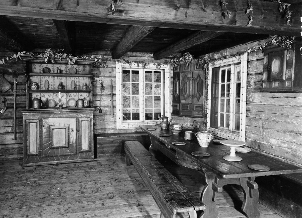 Interiør, Grimsrudbygningen fra Grimsrud på Helgøya. Fra 1770 åra. På Hedmarksmuseet og Domkirkeodden.